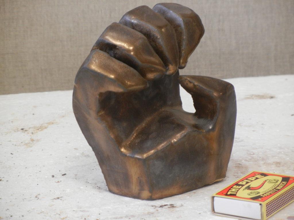 Pařát, výška 10 cm, vysokožárová keramika, kovová glazura