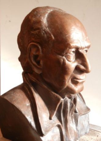 Busta Arnošta Lustiga, bronz, životní velikost